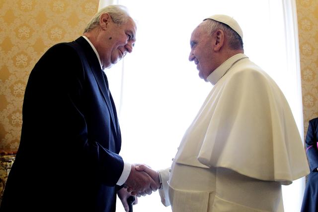 Setkání papeže s prezidentem Zemanem prý provázely obstrukce (ČTK)