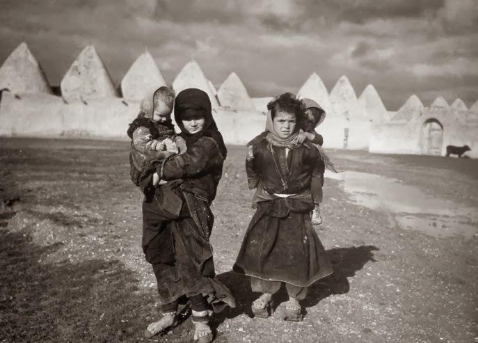 Děti u syrského Tell Bisse (Ilustrační foto)