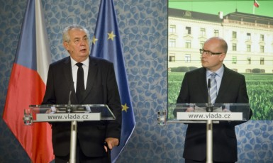 Prezident Miloš Zeman a premiér Bohuslav Sobotka  (ČTK)