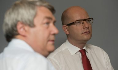 Předseda KSČM Vojtěch Filip (vlevo) a předseda ČSSD Bohuslav Sobotka  (ČTK)