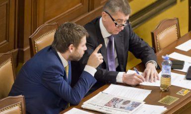 Ministr spravedlnosti Robert Pelikán a jeho šéf Andrej Babiš  (ČTK)