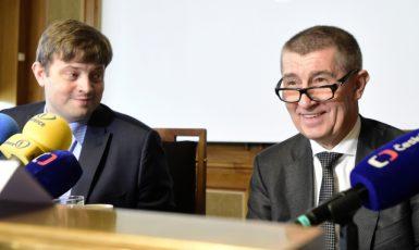 Generální ředitel finanční správy Martin Janeček a premiér Andrej Babiš (ČTK)
