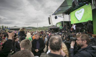 Končící ministr financí Andrej Babiš se 20. května rozloučil se zaměstnanci ministerstva na farmě Čapí hnízdo (ČTK)
