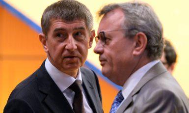 Ministr financí Andrej Babiš a prezident Hospodářské komory Vladimír Dlouhý  (ČTK)