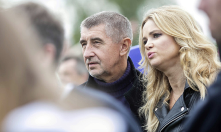 Andrej Babiš se svou manželkou Monikou (ČTK)