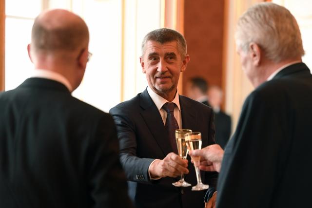 Bohuslav Sobotka, Andrej Babiš a Miloš Zeman. Na zdraví! (ČTK)