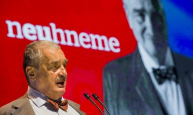 Čestný předseda strany TOP 09 Karel Schwarzenberg  (ČTK)