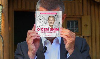 Andrej Babiš se svou knihou (FB AB)
