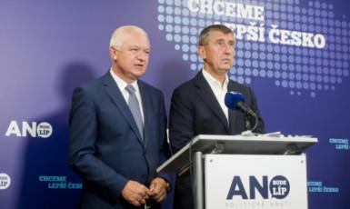Jaroslav Faltýnek a Andrej Babiš na sněmu ANO (ČTK)