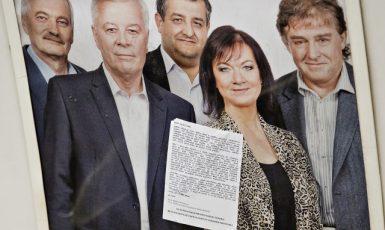 Na plakátu pražských kandidátů Dolejš s úsměvem zpózoval po boku stalinistky Semelové (ČTK)