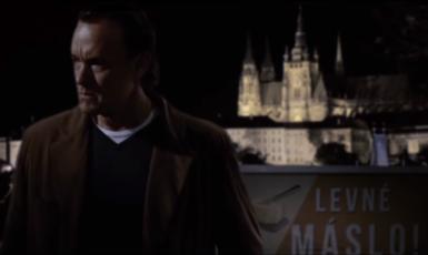 Robert Langdon v Praze před volbami (YouTube)