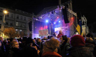 Koncert pro budoucnost, pořádaný 17. listopadu v Praze na Václavském náměstí  (ČTK)