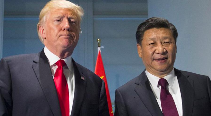 Americký prezident Donald Trump se svým čínským protějškem Si Ťin-pchingem  (ČTK)