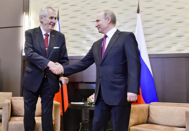 Ruský prezident Vladimir Putin a český prezident Miloš Zeman (ČTK)