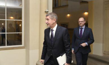 Premiér Andrej Babiš a ministr školství Robert Plaga. (ČTK)