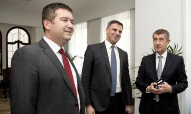 Hlavní vyjednávači ČSSD Jan Hamáček a Jiří Zimola a premiér v demisi Andrej Babiš  (ČTK)