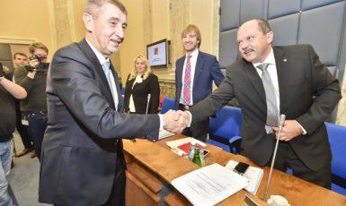 Premiér Andrej Babiš a ministr zemědělství Jiří Milek  (ČTK)