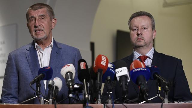 Premiér Andrej Babiš a jeho ministr životního prostředí Richard Brabec (oba ANO)  (ČTK)