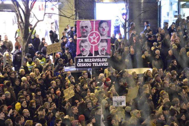 Demonstrace za zachování svobody slova a médií, kterou v reakci na inaugurační projev prezidenta Miloše Zemana uspořádala skupina AUVA, se konala 14. března na Václavském náměstí v Praze. (ČTK)