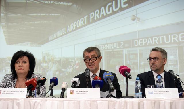 Ministryně financí Alena Schillerová, premiér Andrej Babiš a ministr vnitra Lubomír Metnar  (ČTK)