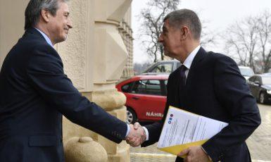 Ministr zahraničních věcí Martin Stropnický vítá premiéra Andreje Babiše  (ČTK)