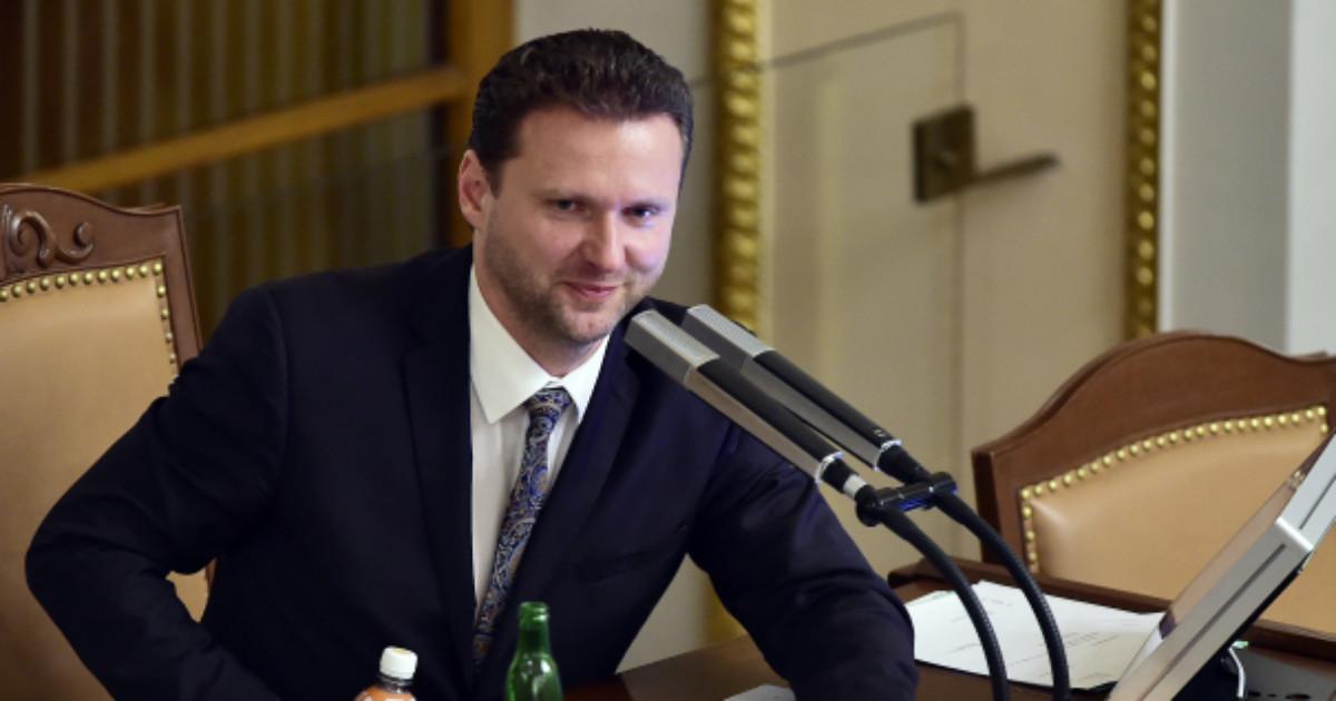 HN: Šéf sněmovny Vondráček a další členové ANO spolupracovali s lichváři