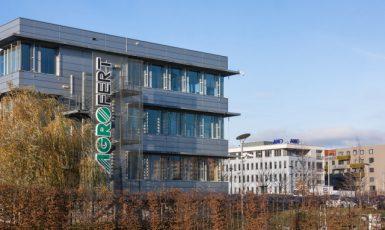 Sídlo společnosti Agrofert v Průhonicích, v pozadí hnutí ANO (ČTK)