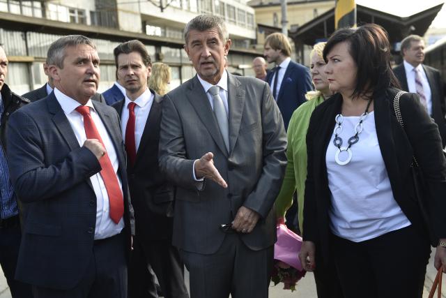 Brněnský primátor Petr Vokřál, premiér Andrej Babiš a ministryně financí Alena Schillerová (ČTK)