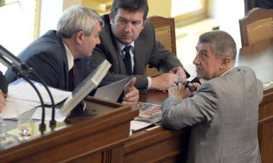 Předseda KSČM Vojtěch Filip, předseda ČSSD Jan Hamáček a předseda vlády Andrej Babiš  (ČTK)