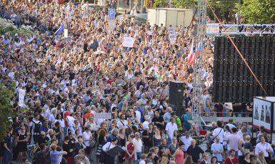 Demonstrace proti Babišovi a komunistům (Zbyněk Pecák)