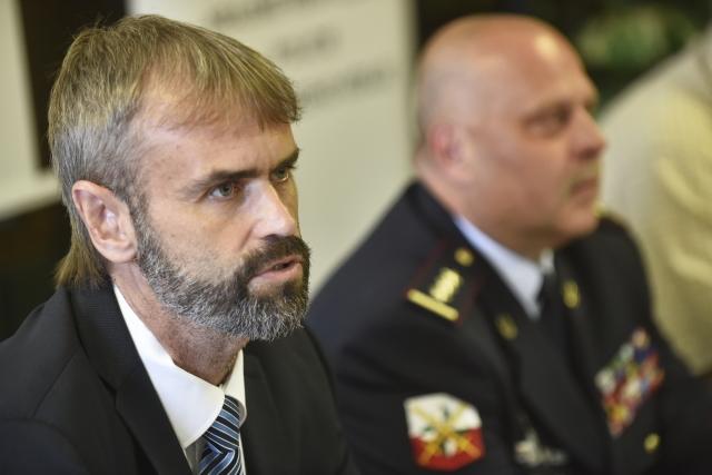 Náměstek generálního ředitele celníků Robert Šlachta (vlevo)  (ČTK)