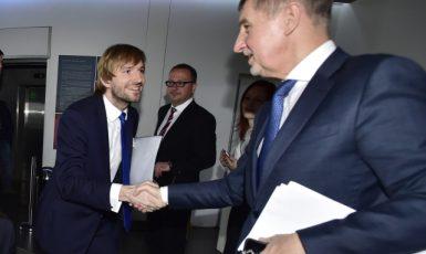 Ministr zdravotnictví  Adam Vojtěch a jeho šéf Andrej Babiš (ČTK)