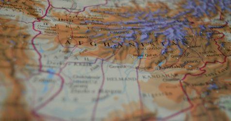 V Afghánistánu spadlo letadlo s více než 80 lidmi na palubě. Neví se, komu patří