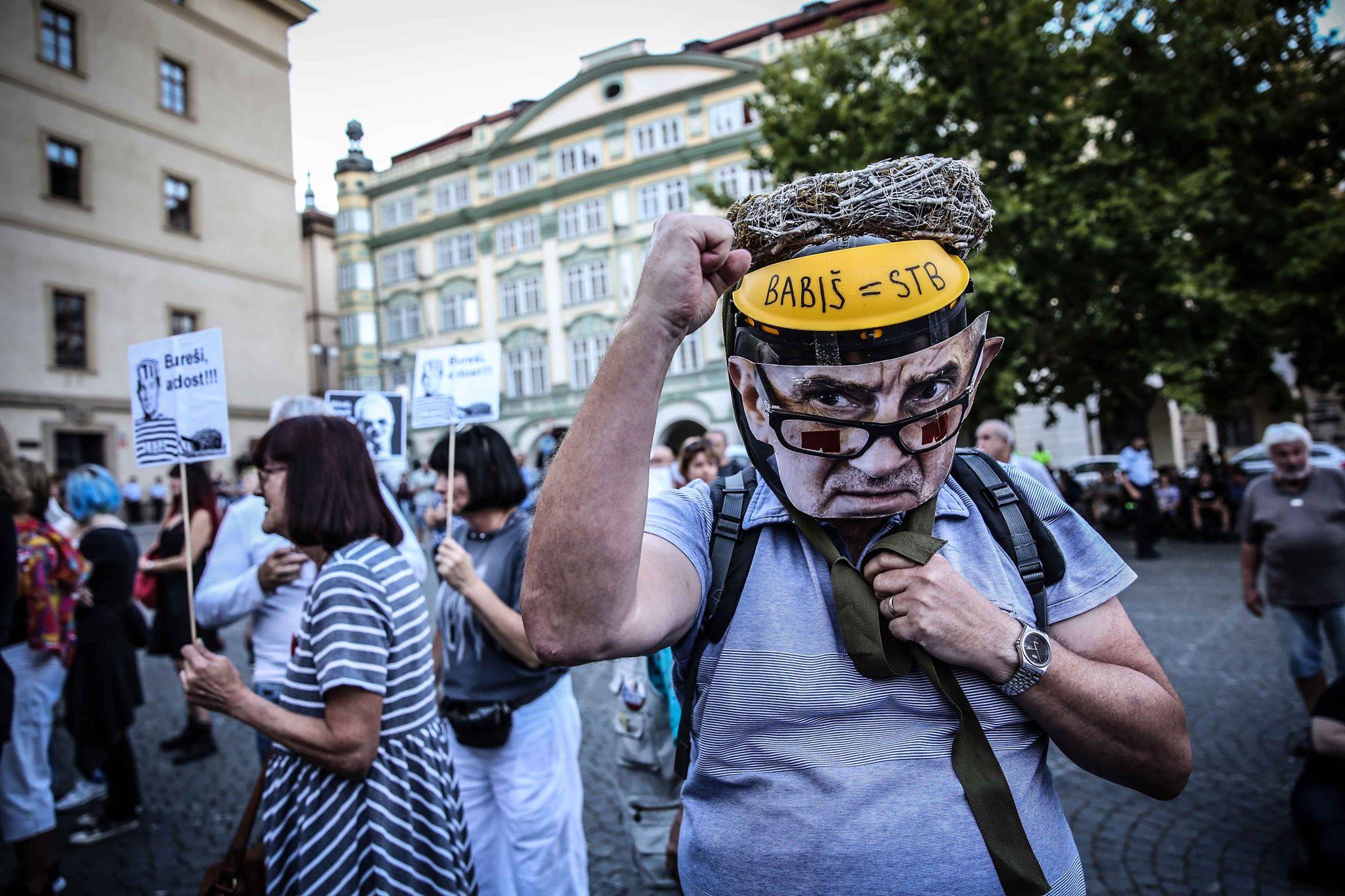 Demonstrace na Malostranském náměstí (Pavel Hofman)