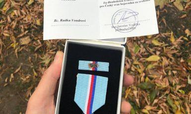 Radek Vondra vrátil medaili. (FB Radka Vondry)