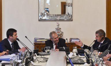 Prezident Miloš Zeman na jednání vlády s Janem Hamáčkem a Andrejem Babišem (ČTK)