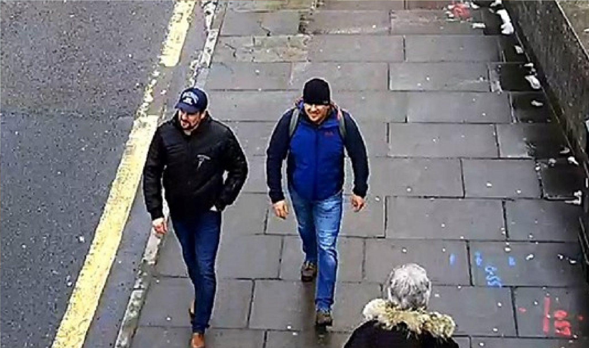 Boširov a Petrov na turistické procházce v Británii. (youtube)