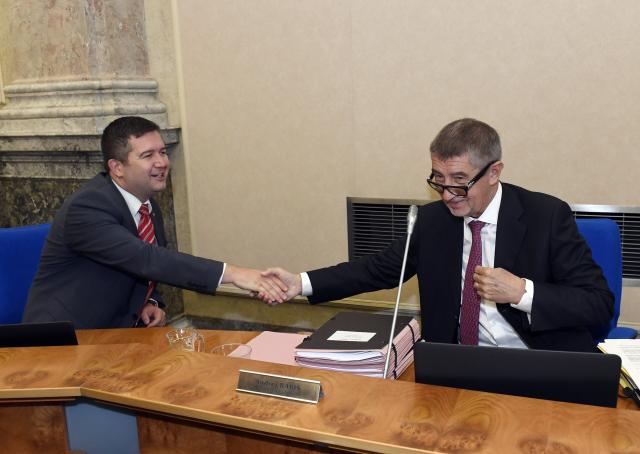Ministr vnitra Jan Hamáček a premiér Andrej Babiš na jednání vlády  (ČTK)