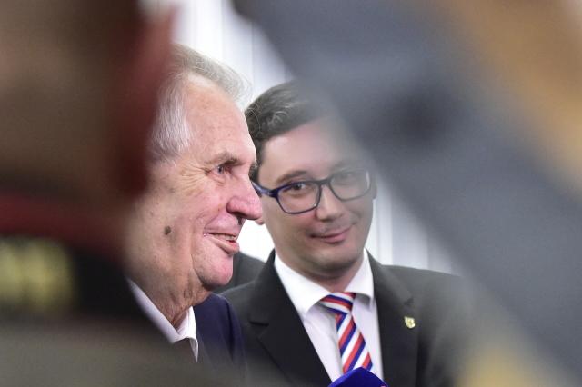Prezident Miloš Zeman a jeho mluvčí Jiří Ovčáček (ČTK)