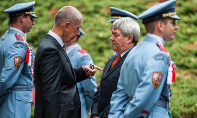 Premiér Andrej Babiš a předseda KSČM Vojtěch Filip při pietním aktu 70. výročí úmrtí Edvarda Beneše  (ČTK)