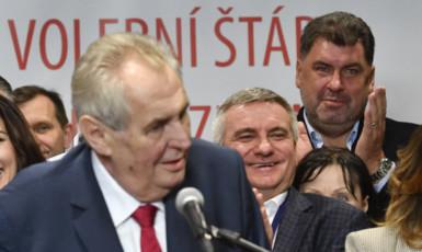 Miloš Zeman má své experty vždy po ruce.  (ČTK)