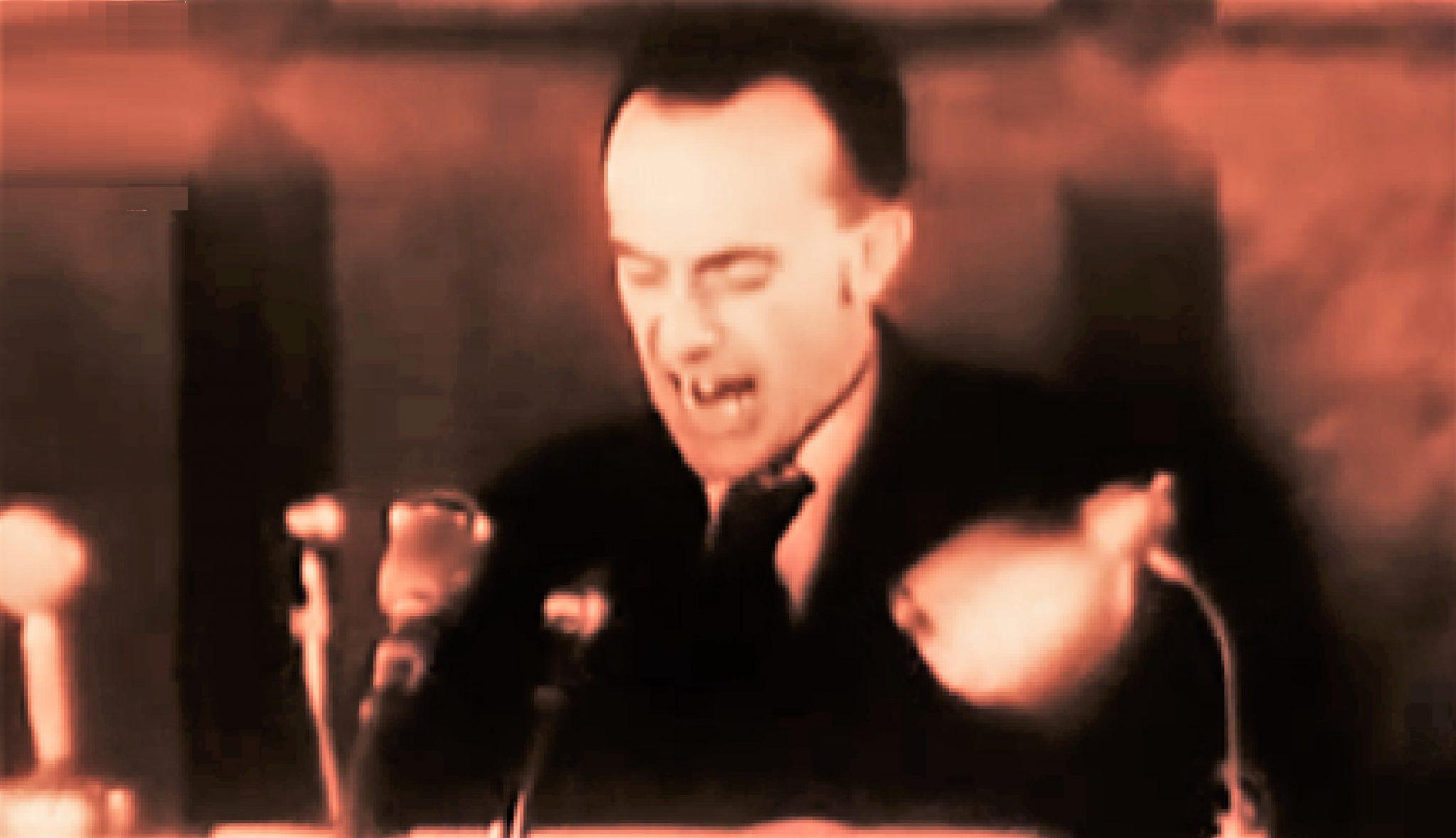 Smtící agresivita v akci. Komunistický vrah a prokurátor Urválek při svém proslulém projevu. (youtube)