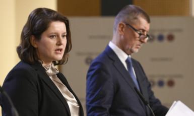 Ministryně práce a sociálních věcí Jana Maláčová a premiér Andrej Babiš  (ČTK)