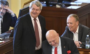 Komunističtí poslanci Vojtěch Filip, Leo Luzar a Alexander Černý (ČTK)
