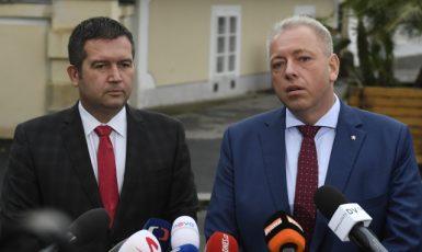 Současný ministr vnitra Jan Hamáček a jeho předchůdce Milan Chovanec  (ČTK)