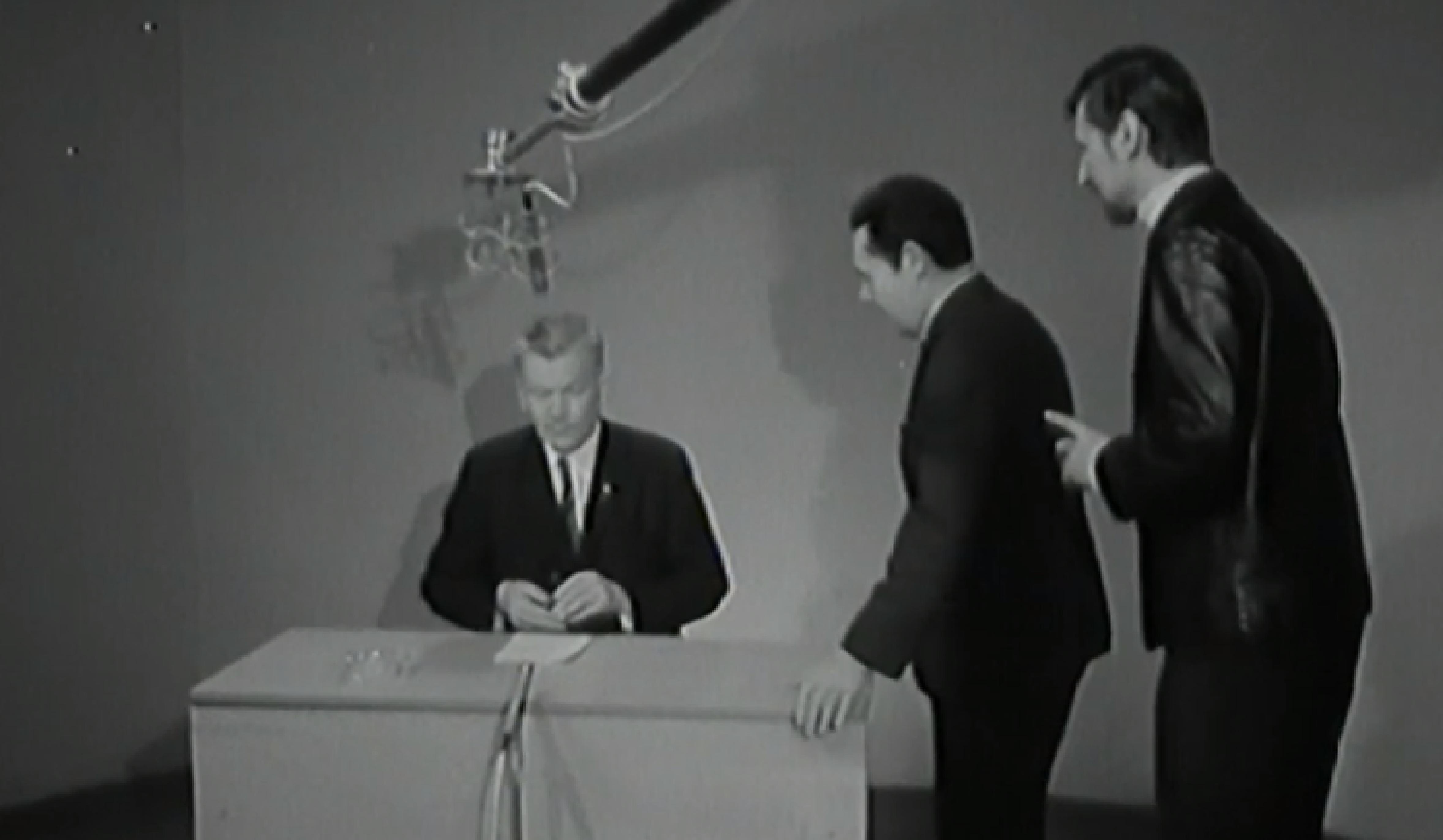 Josef Smrkovský vysvětluje 5. ledna 1969 v televizi, že je třeba hledat klidná řešení. (ČT)
