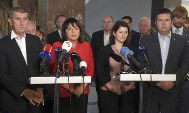 Premiér Andrej Babiš, ministryně financí Alena Schillerová, ministryně práce a sociálních věcí Jana Maláčová a ministr vnitra Jan Hamáček  (ČTK)
