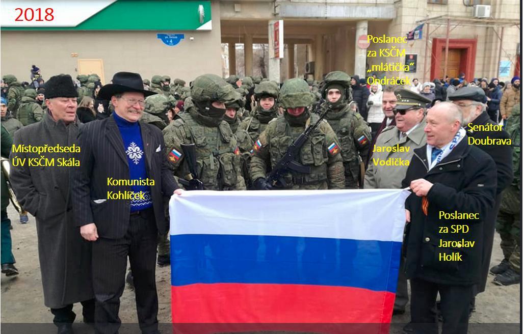 Proruská fronta České republiky se druží v Rusku. (Twitter Občanská výchova)