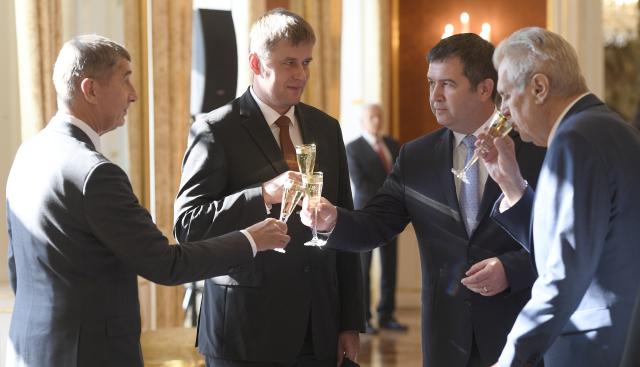 Další vyřizování účtů v ČSSD. Hamáčkovi vadí Petříček i přes odvolání z resortu, chce ho dostat z čela pražské kandidátky