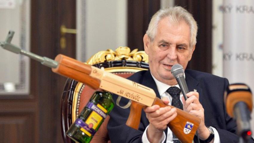 Prezident Zeman vtipkující o zabíjení novinářů (ČTK)